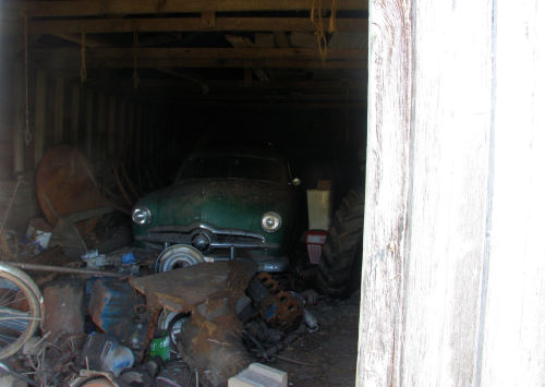 fuckyeahabandonedplaces:  Abandoned car in an abandoned garage. South Dakota.