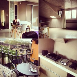 Round 2. Just arrived in this lovely apartment in Zurich… Honeylulu I'm waiting for you, we can also djing 😁