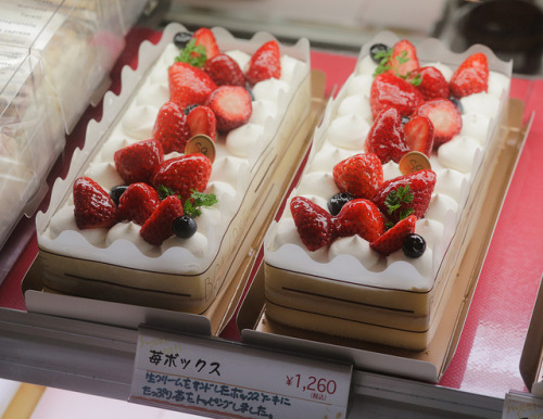 ileftmyheartintokyo:  Strawberry Cake by sanmai on Flickr.