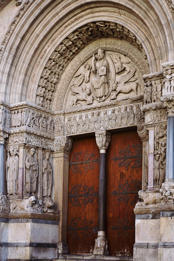 Cathédrale Saint-Trophime, Arles (Bouches-du-Rhône). Photo by Dennis Aubrey.