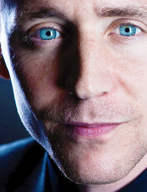 oh those EYES! and exquisite cheekbones, and perfect little nose and that kissable mouth. but the eyes….*swoon* and Hanne if you're looking at this, he has perfect pores too. <3