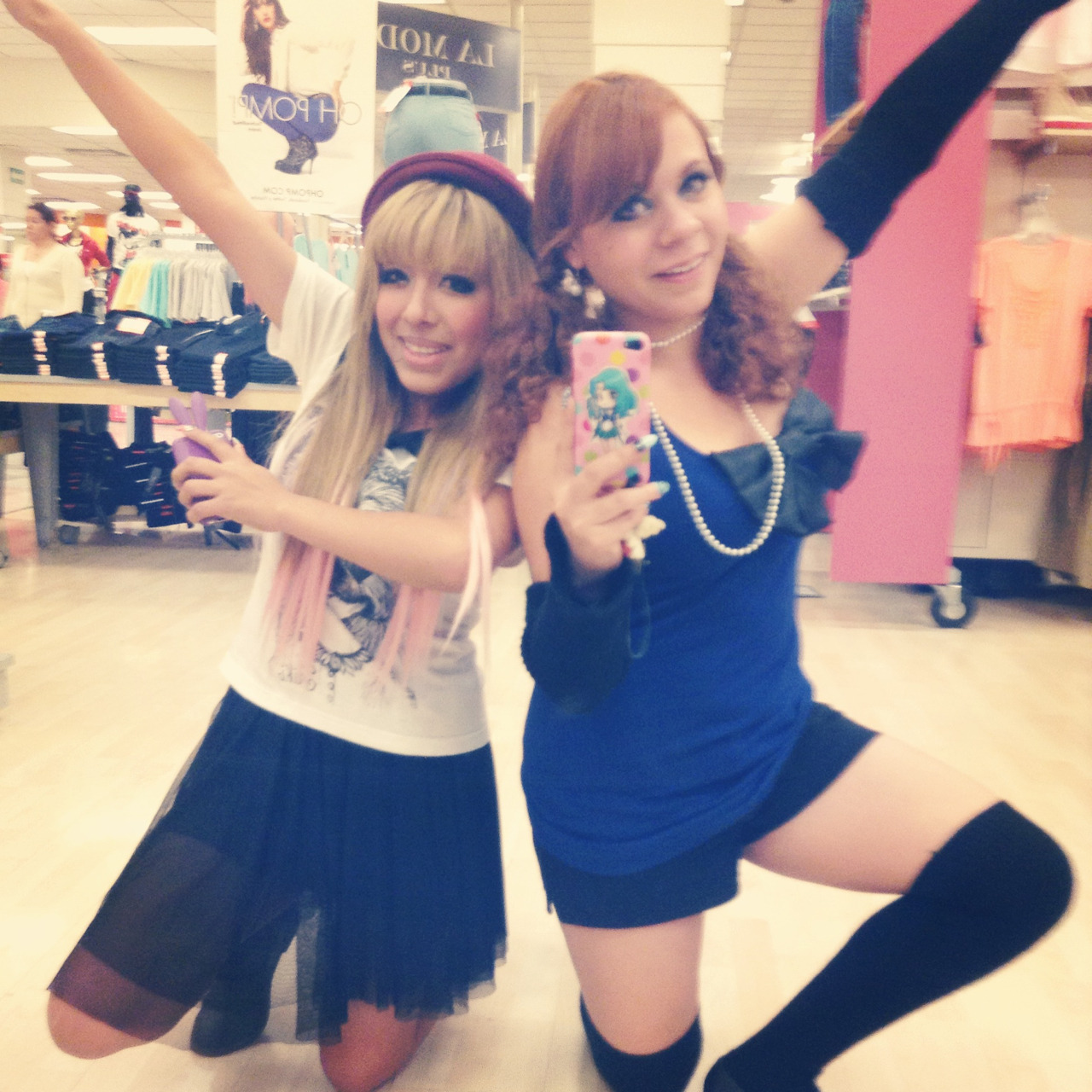galthabasa:  Gyaru having fun <3  wtf is this NOT gyaru
