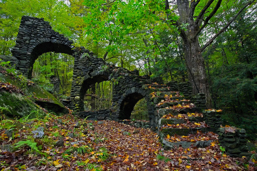 "melissamarr:  abandonedography:  Madame Sherri's Castle ruins - New Hampshire by Ken Weber  Added to my list of ""places I want to go.""  *sigh* I love ruins."