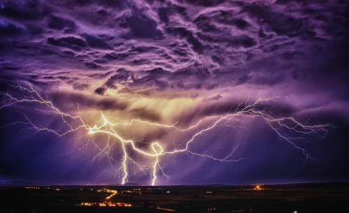 Summer lightning over Puertollano, Castille la Mancha Spain (by KasTr0-)