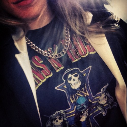 Phuckyothrowbacks 🔫 #gunsnroses #rocknroll #blazer #ootd #gold #instablonde #thursday #selfiez #werkit