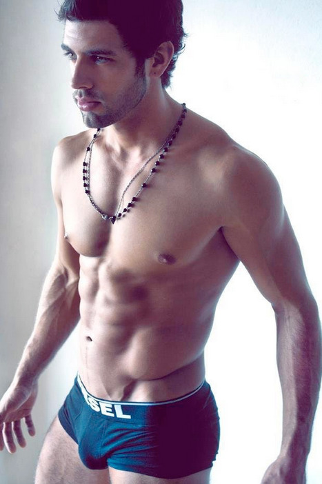 bulgesdicksandballsohmy:  wannaknowhowtofuck:  ♥  Check out Hot Male Bulge and Free Gay Male Pic