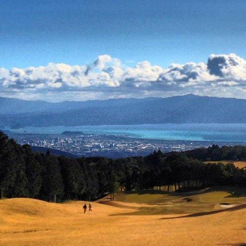 #golf #numadu #green #sky #sea #mountain #town #cloud #instagram #webstagram
