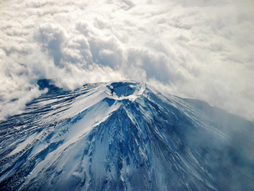 torace:  Atop Fuji (by Nearly-Normal)