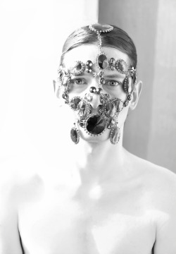 Caspar @Select Models wearing the facepiece by Inbar Spector by Lara Jensen A/W 2012 ©Diago Mariotta mendez Photograpy -  All rights reserved