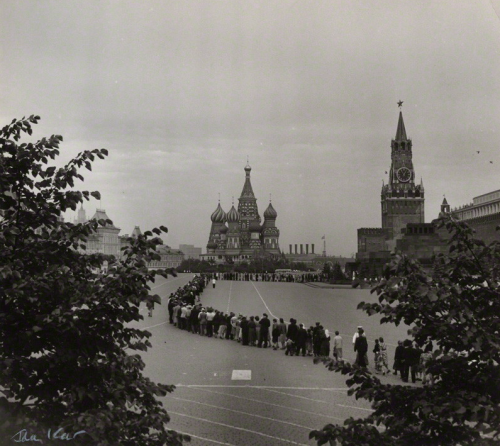 mpdrolet:  Queue for Lenin's Mausoleum, 1957 Ida Kar