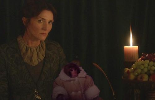 Catelyn Stark side-eyeing the Ikea Monkey's stylist
