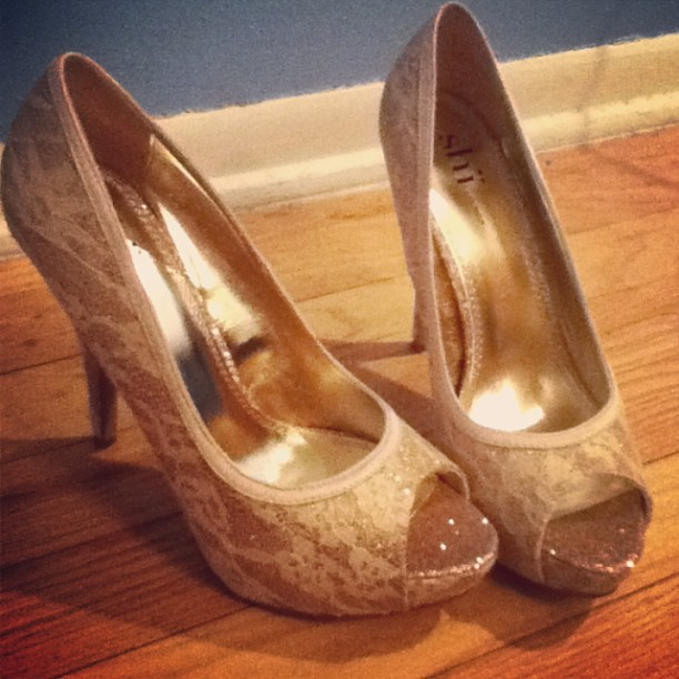 gold heels. i think jay gatsby would approve #heresllylikesgold #andsymbolism