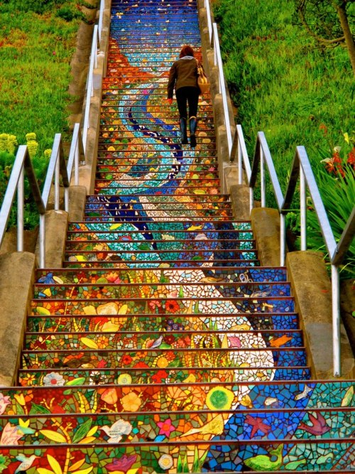 gyclli:  The Secret Mosaic Staircase, San Francisco.  I'm in love with this.