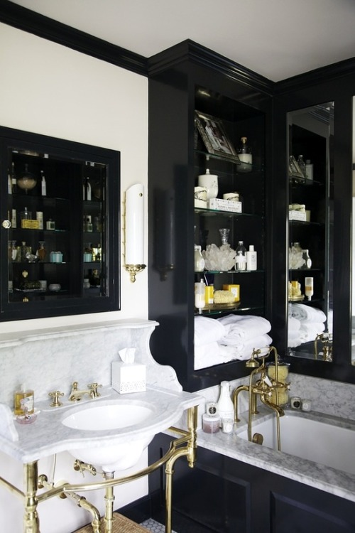 As much as I love clean, clinical whites, a lacquered black is always a particularly glamorous detail in a home, to me.