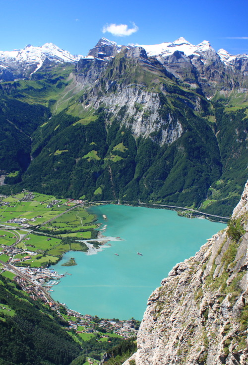 visitheworld:  Overlooking Lake Lucerne in Uri Canton, Switzerland (by uwelino).