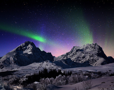 esteldin:  Aurora Borealis by steinliland on Flickr.