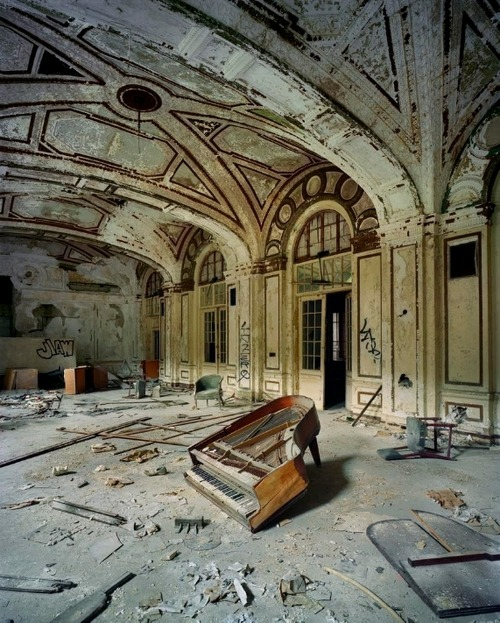 abandonedography:  Piano Lee Plaza by Andrew Moore