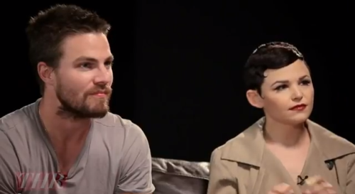 Green Arrow and Snow White sitting next to each other in an episode of The Roundtable.  The best part? They're both badass archers in their respective shows. ♥ Night is made.