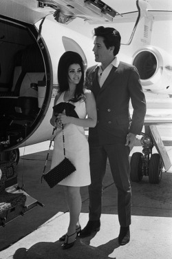 heres-looking-at-you-kid:  Elvis and Priscilla about to board a private jet.