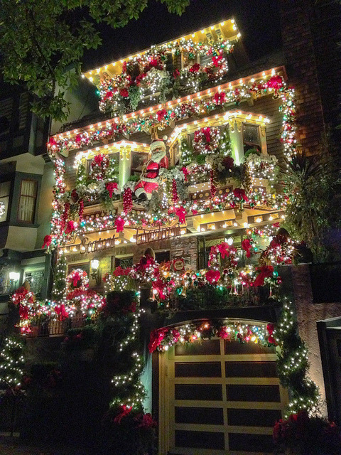 visitheworld:  Decorated house on Castro street, San Francisco, USA (by phil dokas).  Happy holidays!