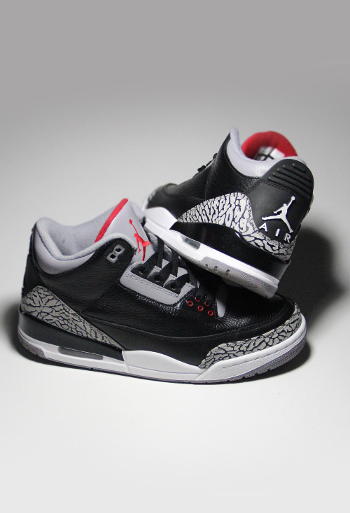 shoe-pornn:  Nike Air Jordan Retro 3-Black/Cement. Only a UK 8 left on the website.