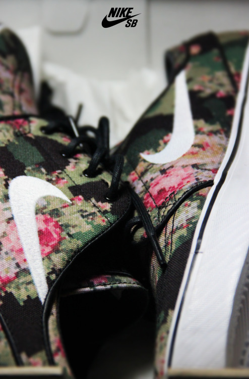 shoe-pornn:  Nike Sb Janoski-Digi Floral. Advert created with My Shoes and My Photography.