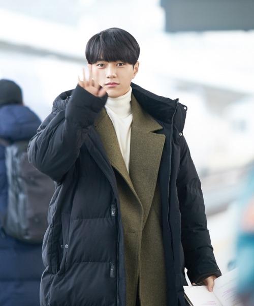 200421어서와 Behind the ScenesNews sources: 1 | 2 | 3 | 4 | 5 | 6 | 7 | 8 | 9 #어서와#Welcome #meow the secret boy #김명수#명수#엘#myungsoo#infinite L#drama:어서와#어서와news#어서와 behind#myungsoo behind