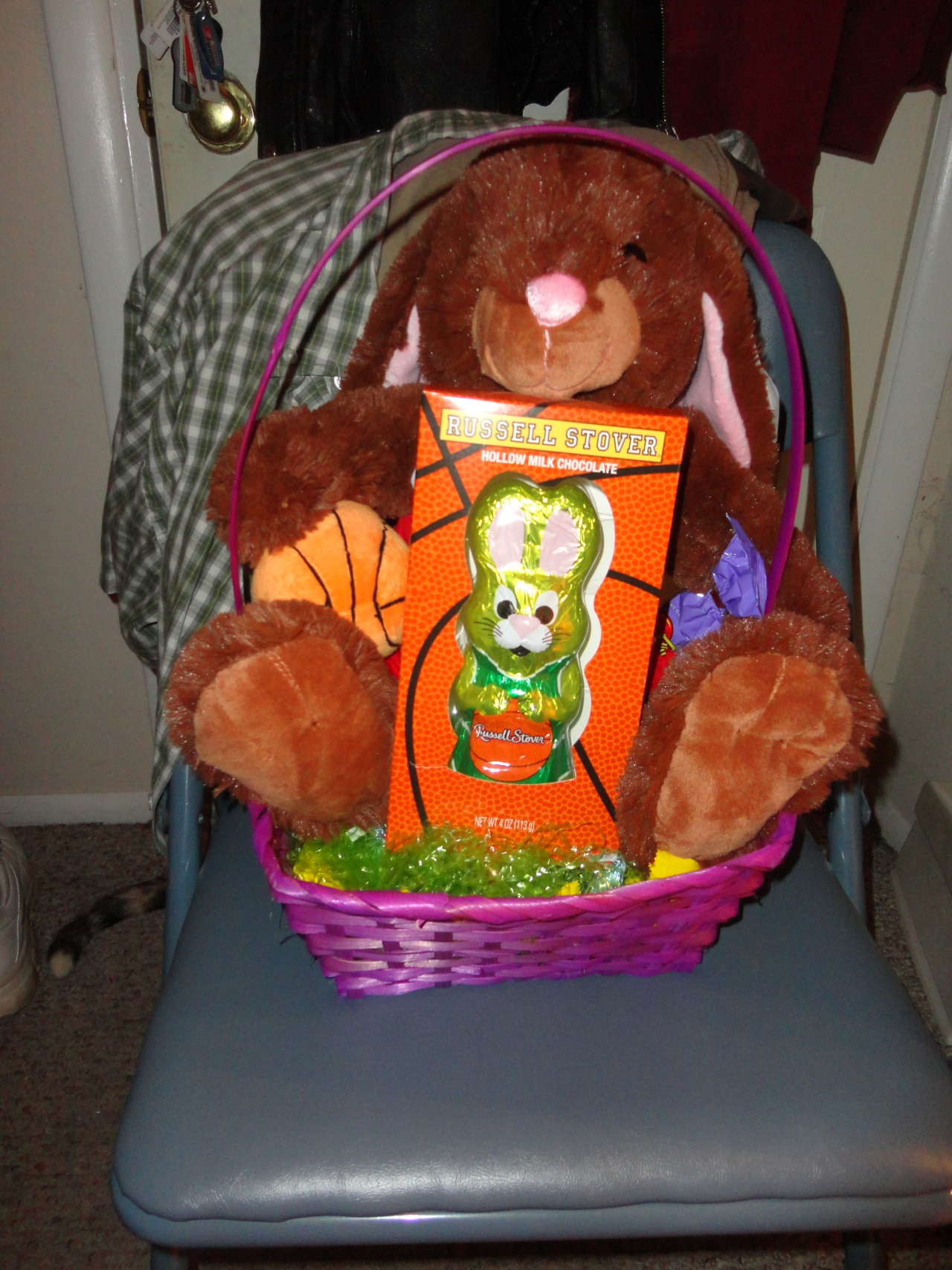 The basketball-themed Easter basket I made for my ladyfriend.