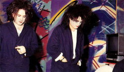 enyaocean:  Robert Smith and Simon Gallup of The Cure (1985). Always Together!!! :D