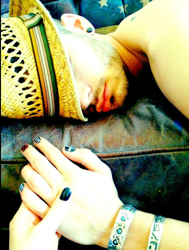 Sleeping Zayn is so hot….. & Perrie painted his nails hahaa