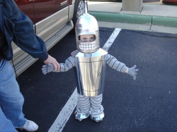 wilwheaton:  Redditor romero_love made the best Halloween costume EVER for his daughter, wins at everything.  YES!