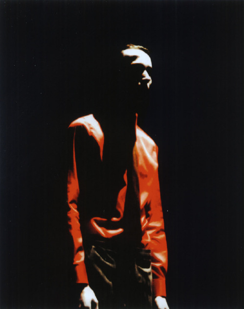 tresbienvisuals:  Fall-Winter 1998-1999, Raf Simons (Paris, July 1998)Photography Ronald StoopsTrès Bientres-bien.com