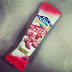 O_o strawberry almonds #Instagram #Instagood #Instafood #Almonds #Strawberry