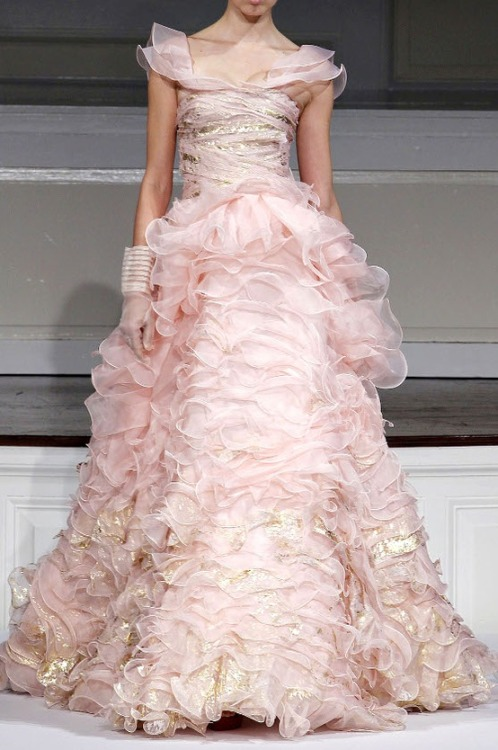 queenbee1924:  Oscar de la Renta s/s 2011(via Ruffles & Layers ❤)