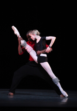 balletisart:  Eric Underwood and Sarah Lamb in rehearsal for Infra. :)