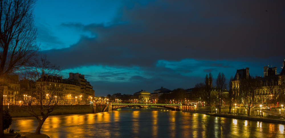 The Seine at night. (Leica M9 | 6sec, f/4, ISO 200, 35mm)