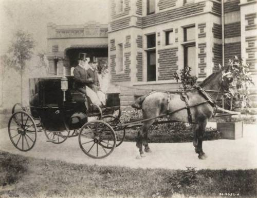 Bertha Palmer's carriage awaits at the Palmer mansion, 1350 Lake Shore Drive, 1885, Chicago. Ryerson and Burnham Archives, Art Institute of Chicago