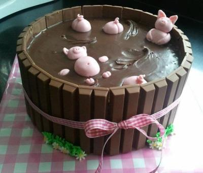 weeheartfood:  Swimming Pigs Kit Kat Chocolate Cake  oh Lord :O*drooling
