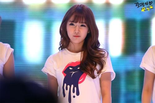 visualglow:  05/16 Hyun Young fantaken @ Sejong University Festival by JJOMAENGee