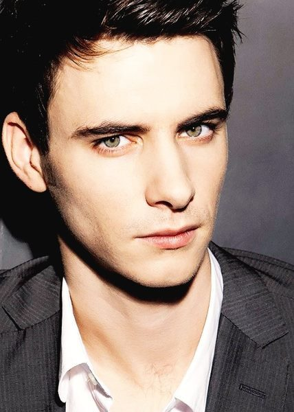 the—hot—list:  Harry Lloyd