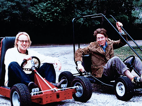 grandefilms:  Owen Wilson and Wes Anderson on the set of Rushmore (1998).