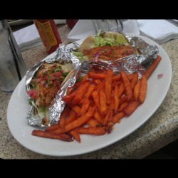 We rewarded ourselves with deliciousness after finals!! Grilled fish tacos w/ sweet potato fries (: #BlackWalnutCafé #fishtacos #goodeats #woodlands #donewithfinals #college #summer #nomnation #food #grub