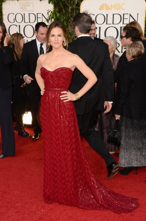 rachelzoe:  Golden Globes 2013—Jen Garner in Vivienne Westwood  My fav dress from the night.