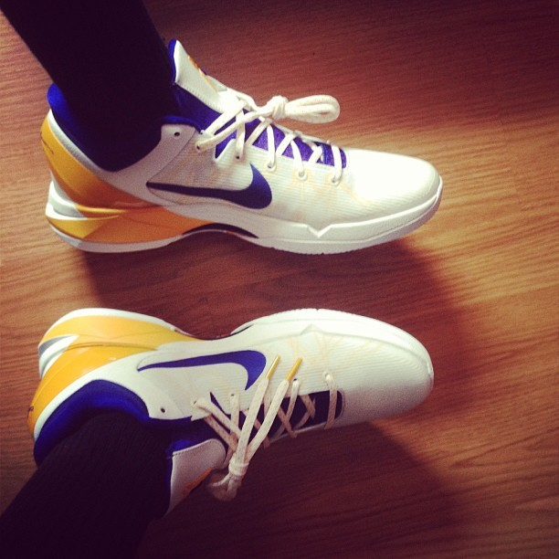 Kobe's came in. #Kobe #Kobes #kobesystem #nike #basketball #shoe #shoegame #yellow #blue #white #new #instashoes #clean