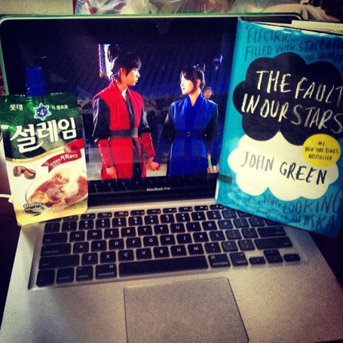what happens in my free time in a nutshell. kdramas, reading and lots of iced drinks. (at 우리 집~)