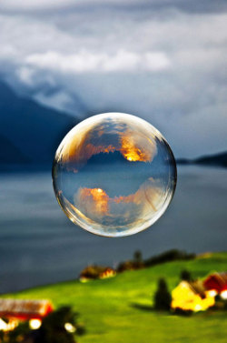 (via Sunrise reflected in a bubble - The Meta Picture)