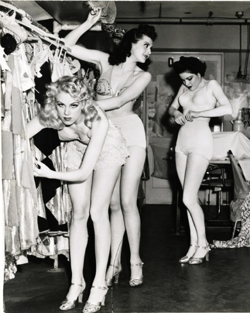 vintagegal:   The Earl Carroll Vanities Burlesque show dancers backstage c. 1940's