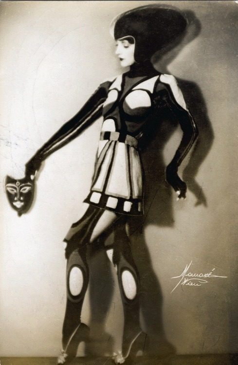 rrosehobart:  Nina Payne by Studio Manassé, c1920s : pinterest.com/extrovirtual/out-of-order
