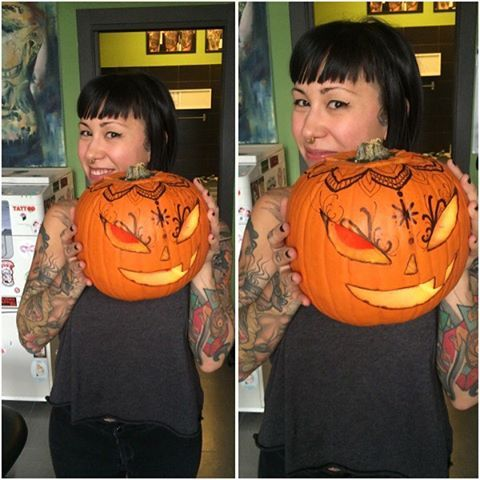 I heart Halloween 🎃❤️🎃… Even if my Chi