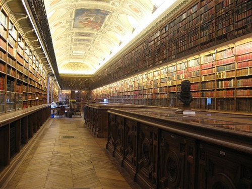 Senat Library by aptronym on Flickr.